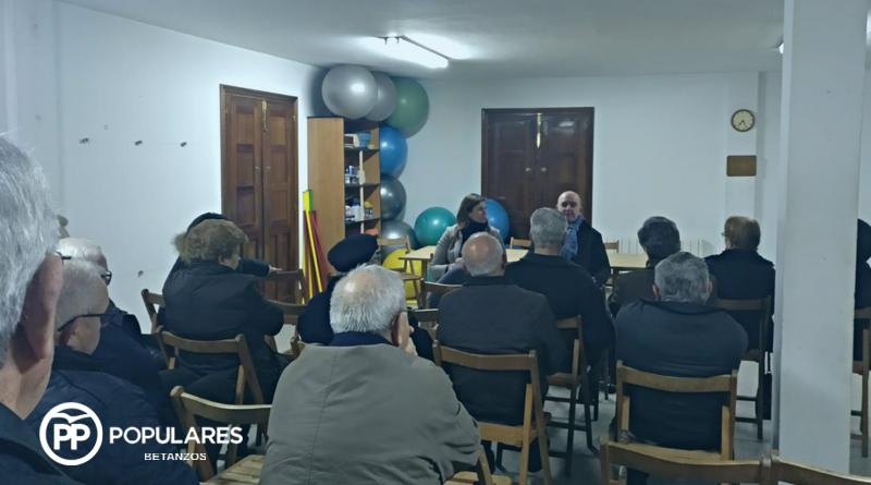 Cecilia Vázquez recoge las demandas y propuestas de los vecinos de Infesta