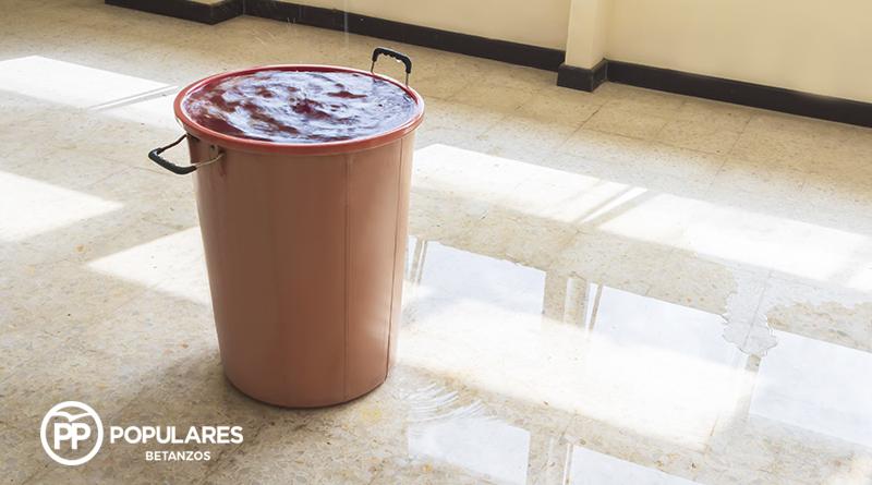 La falta de mantenimiento por parte del concello de Betanzos provoca la inundación del aulario de Infantil