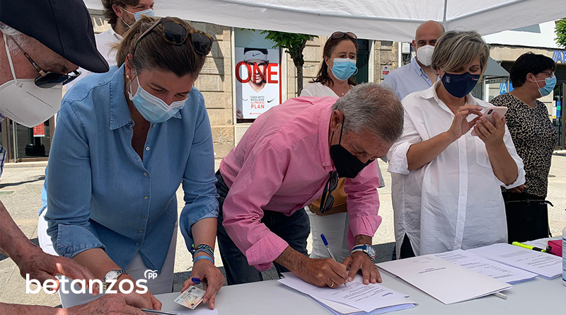 El PP de Betanzos recoge más de un centenar de firmas en contra de los indultos